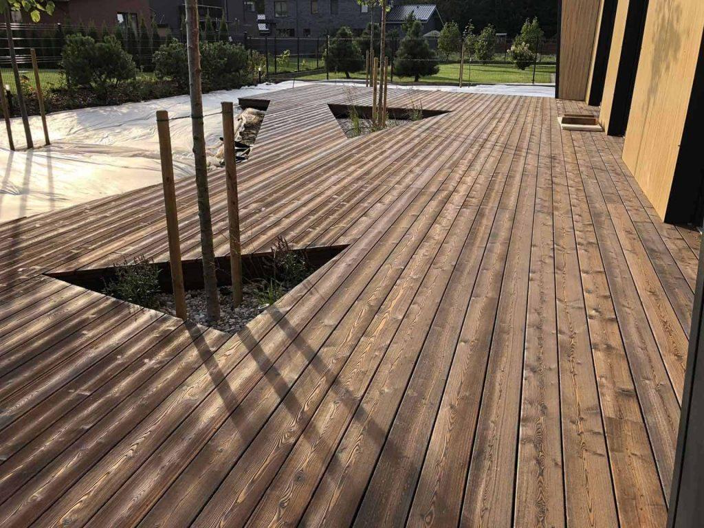 Karbonisiertes holz terrasse